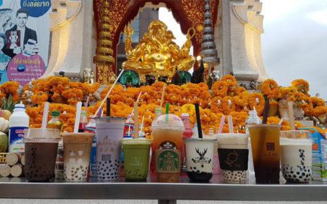 Viral Bubble Tea Dijadikan Sajen di Kuil Thailand